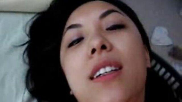 نادژدا ، مو عکس سکسی کس وکیر قرمز ، الاغ خود را برای رابطه جنسی مقعدی گسترش می دهد