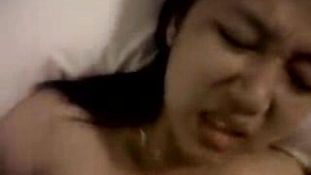 آنا دویل کودک کوچک خالکوبی شده خود کیر توکون خارجی است که عاشق رابطه جنسی است