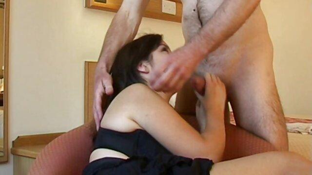 ژیمناست جوان روی جنس عکس های سکسی متحرک حشری کاما سوترا کشیده می شود