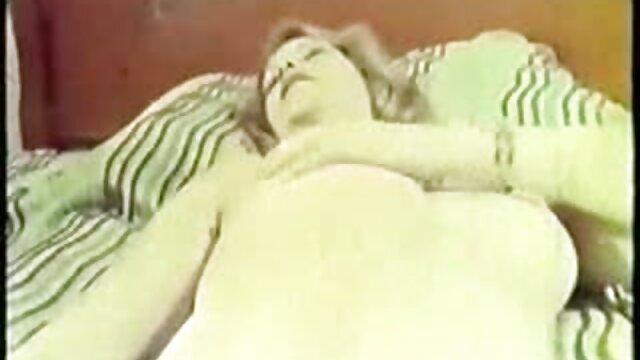 سوفیا لئونه سر بی دقتی عکس سکسی کون کس را به عنوان هدیه تولد می دهد !!