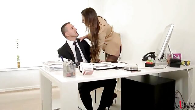 4- موی سرخپوش بوستی برای رشد تجارت خود عکس کس دختر سکسی رابطه جنسی پرداخت می کند
