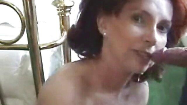 منحرفان عکسهای کیر تو کس آمریکایی دختر داغ یورو را انتخاب می کنند و به او می پردازند تا مکش کند - واقعیت پادشاهان