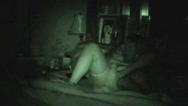 دختر کوچک نوجوان یک فیلم سخت را دوست دارد تصاویر سکسی کس و کون